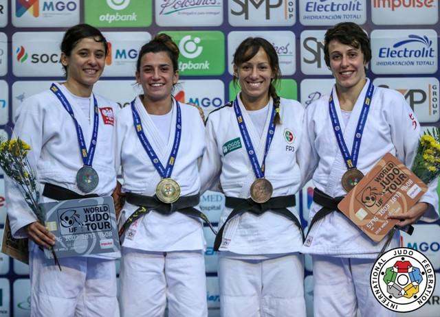 podium Ana
